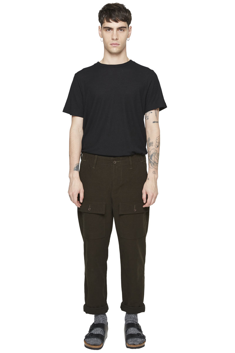 - Army type pant - Large fit - Large belt loop - 4 pockets :