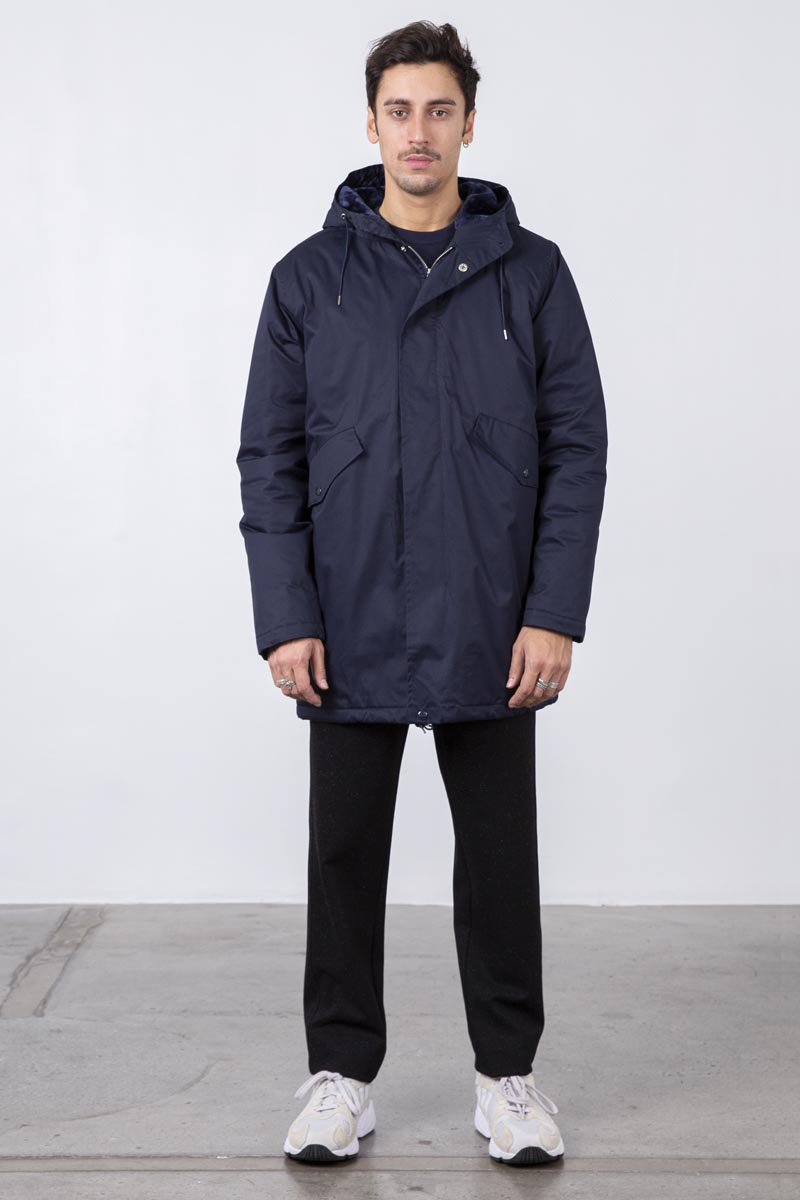 The Parka coton nylon jacket is cut from a lightweight water