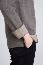 100% Cashmere woman crew neck. Straight shape. Tone-on-tone