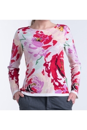 100% cashmere woman boat neck sweater. Hand-intarsia work,