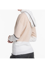 2-Tone cashmere hooded zip. Slightly fitted woman cardigan.