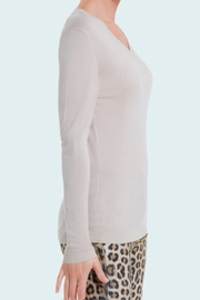 Solid and superfine 80% Cashmere 20% Silk V-neck sweater for