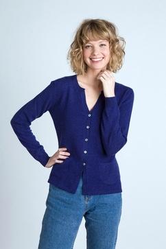 Woman cashmere single ply crew neck cardigan. Three pockets