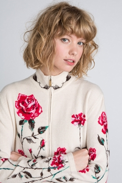 Hand-Intarsia woman sweater in 100% Cashmere. Slightly