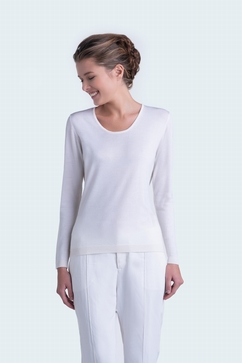 Solid and superfine 80% Cashmere 20% Silk jewel-neck sweater