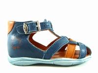 la paire de chaussures dave de little mary présentée ici