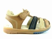 la paire de chaussures platinium de kickers présentée ici