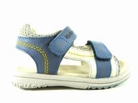 la paire de chaussure garcon platino pour les enfants