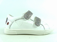 la paire de chaussure fille balota pour les enfants