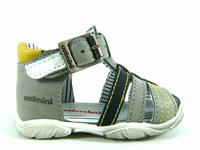 le modèle présenté bukan a été conçu par la marque catimini