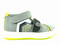 la paire de chaussure garcon dolbo pour les enfants