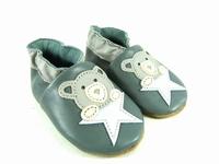 la paire de chaussures ourson de valentine présentée ici