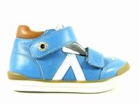 la paire de chaussures siyou de babybotte présentée ici peut