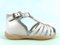 la paire de chaussures volga de little mary présentée ici