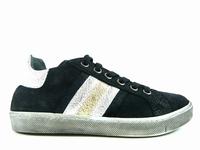 la paire de chaussures stefie de reqins présentée ici peut