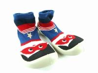 la paire de chaussure garcon superman pour les enfants