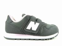 la paire de chaussures yv373f de new balance présentée ici