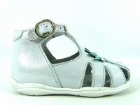 la paire de chaussures louise de little mary présentée ici