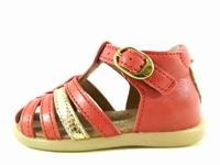 la paire de chaussures 7075 de babybotte présentée ici peut