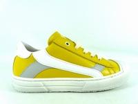 la paire de chaussure garcon maust pour les enfants