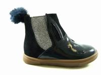 Le modèle chaussure fille GBB GEMMA de forme bottine est