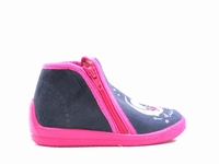 Le modèle chaussure fille BELLAMY MARINA de forme chausson
